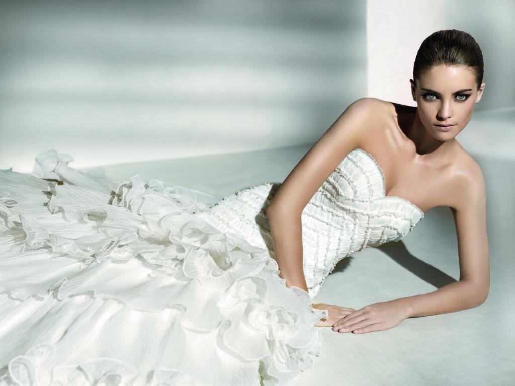 Relaunch-wedding-dresses-ruffle-detail-sweetheart.full