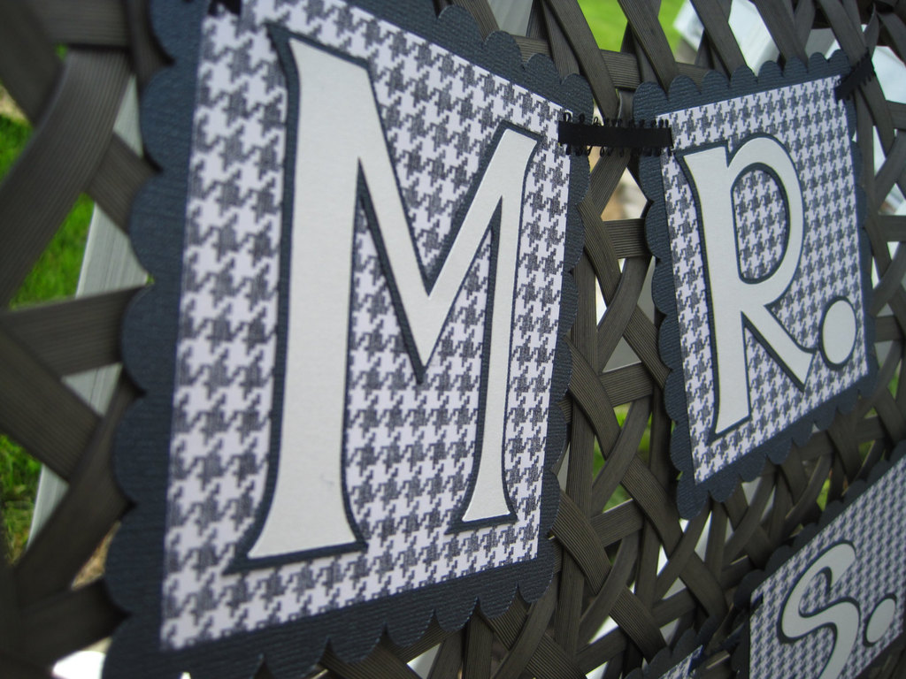 Houndstooth-mr-and-mrs-wedding-sign.full