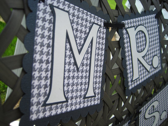 Houndstooth Mr and Mrs wedding sign
