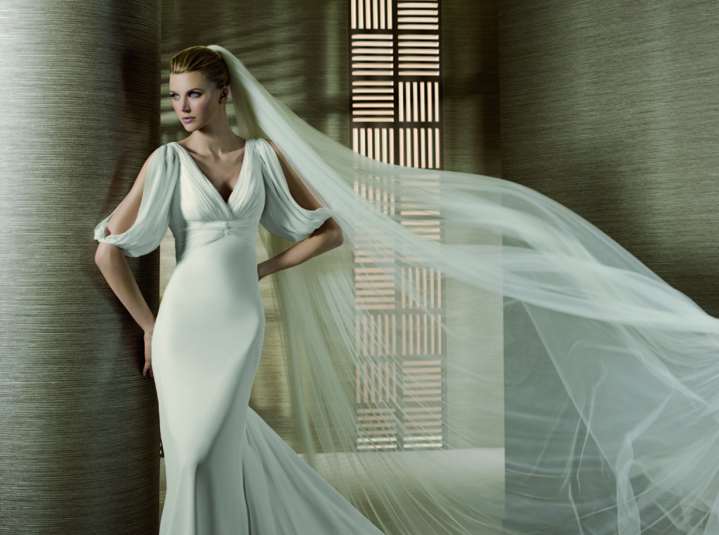 Relaunch-wedding-dresses-sleeved-bridal-gowns-2011-trends.full