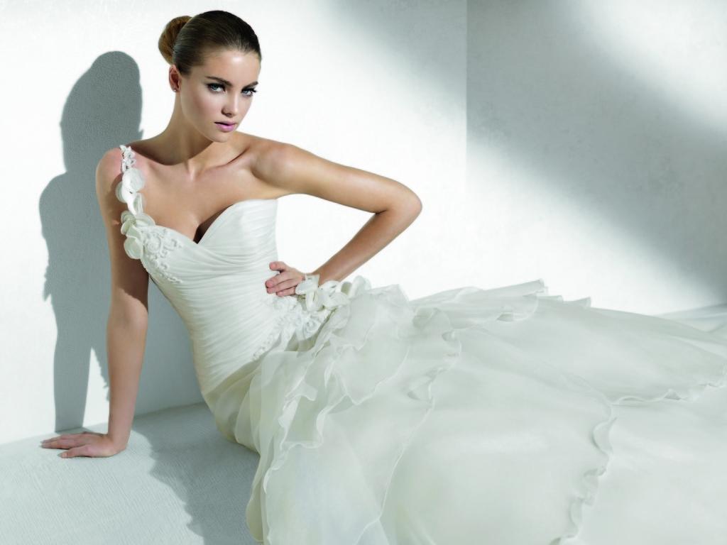 Relaunch-wedding-dresses-one-shoulder-romantic.full