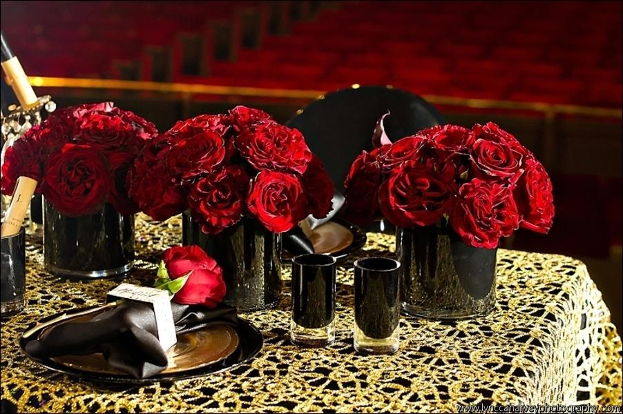 Red-rose-wedding-centerpieces-in-black-vases.full