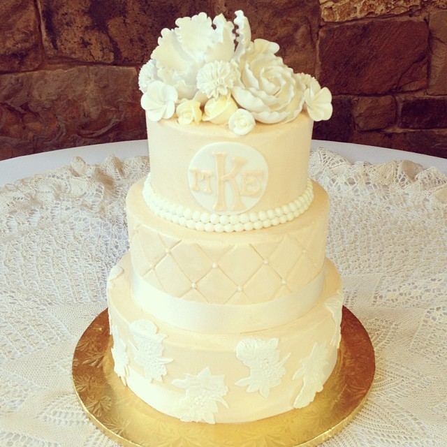 Champagne%20lace%20wedding%20cake.full