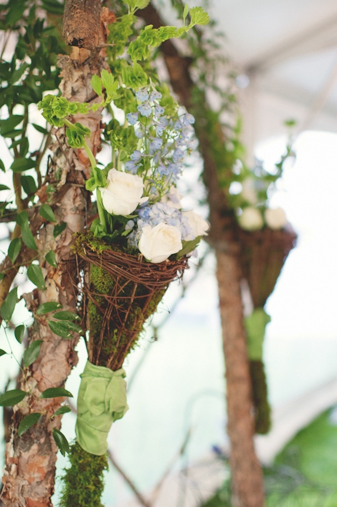 Romantic-wedding-flowers-rustic-outdoor-real-wedding.full