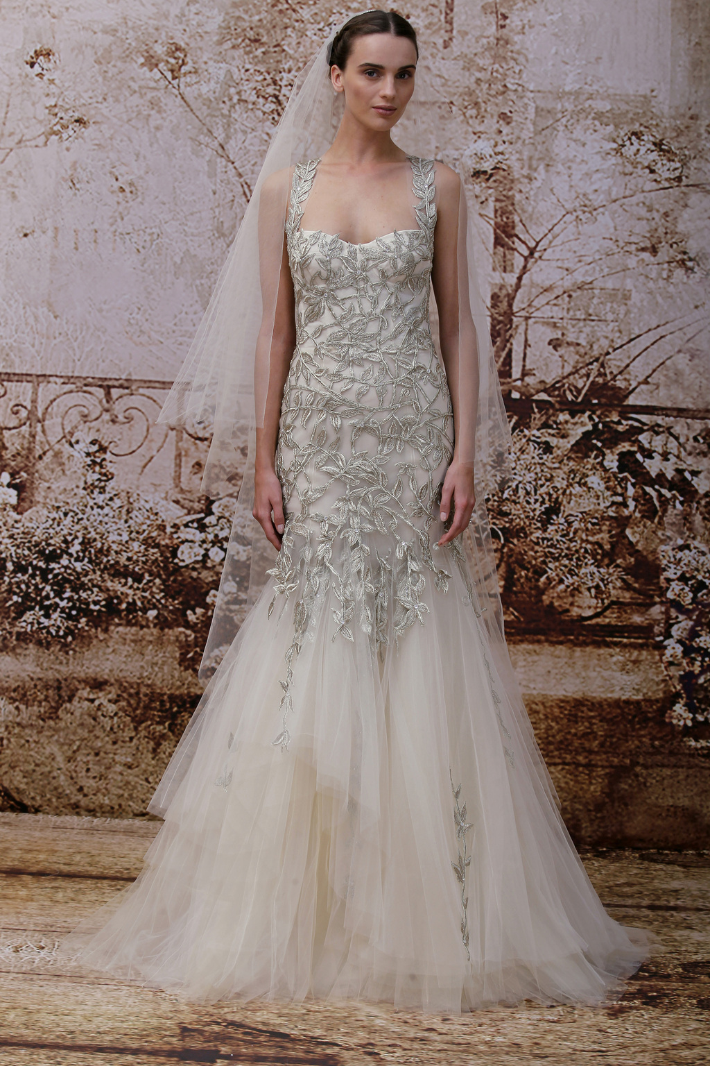 Garden-inspired-wedding-dress-by-monique-lhuillier.full