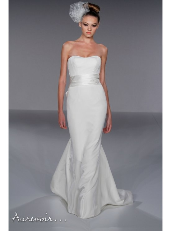 Full a line white lace wedding dress with sweetheart for Where to buy a wedding dress in boston