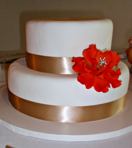 Simple Wedding Cake with red flower