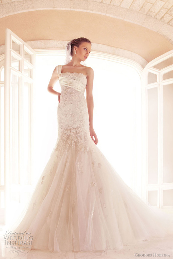 Tulle and lace one-shoulder mermaid wedding dress