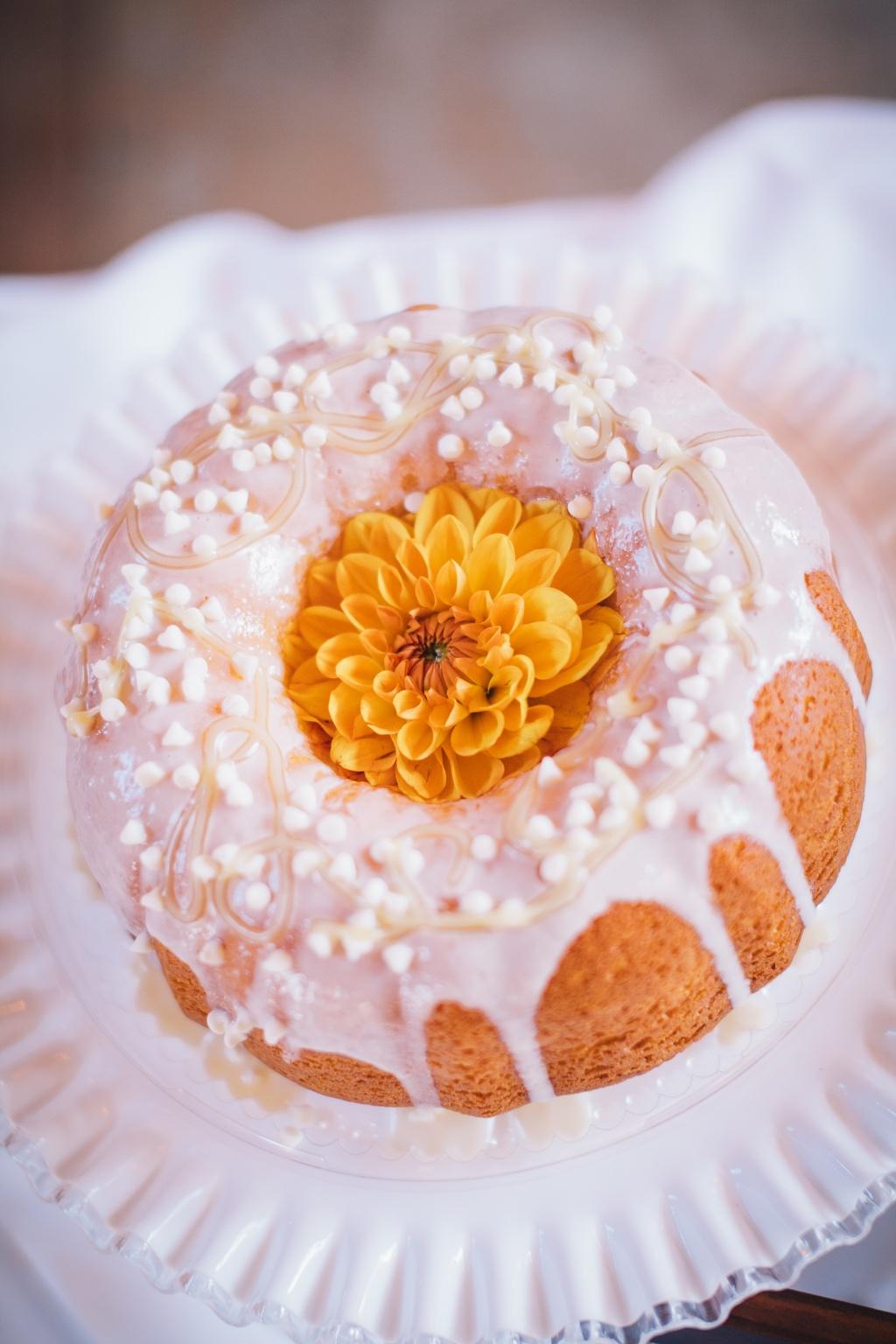 Sweet-bundt-cake-as-affordable-reception-alternative.full