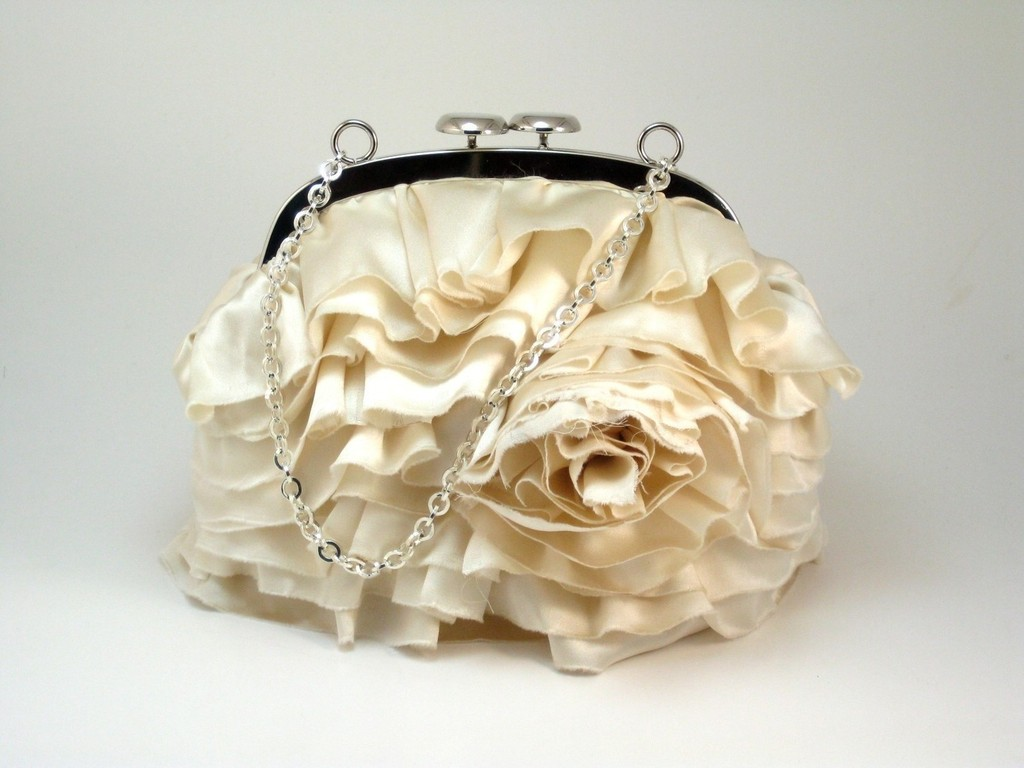 Romantic-bridal-clutch-ivory-roses-wedding-accessories.full