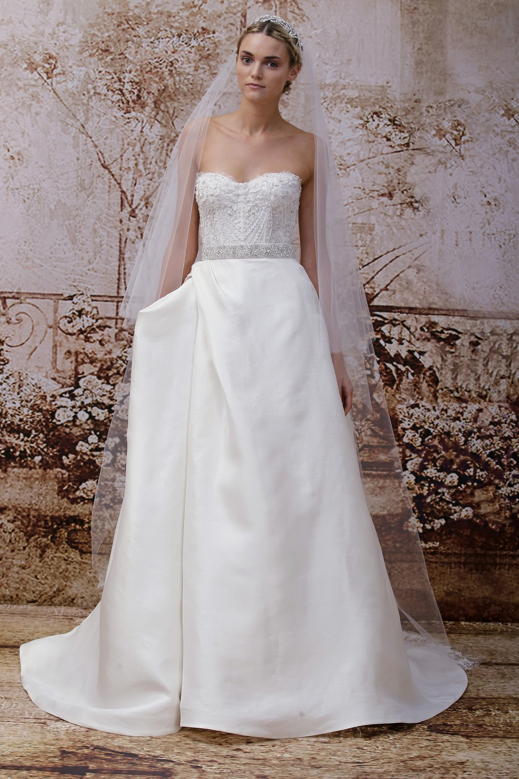 Wedding-dress-by-monique-lhuillier-fall-2014-bridal-look-31.full