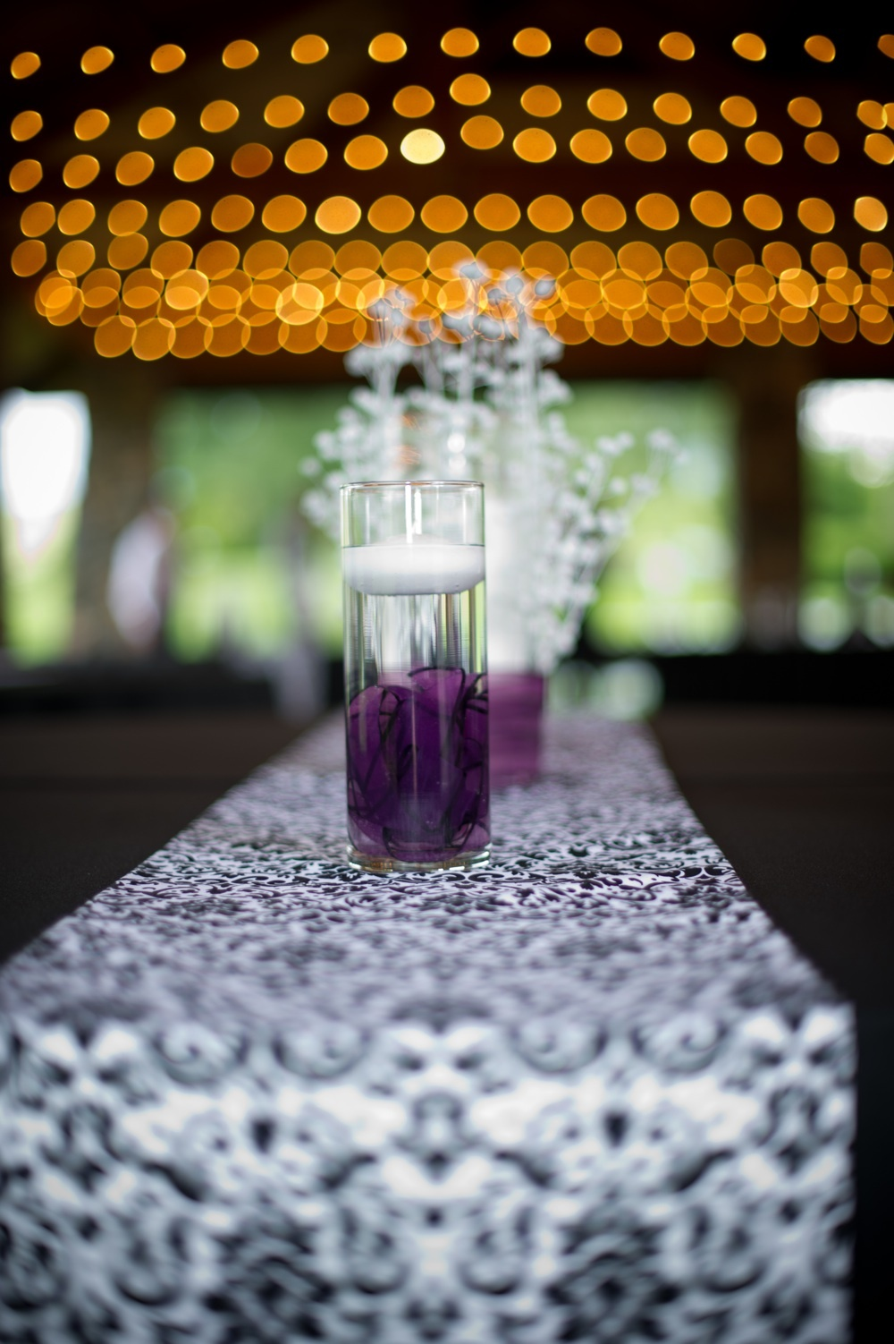 Outdoor-real-wedding-purple-black-white.full