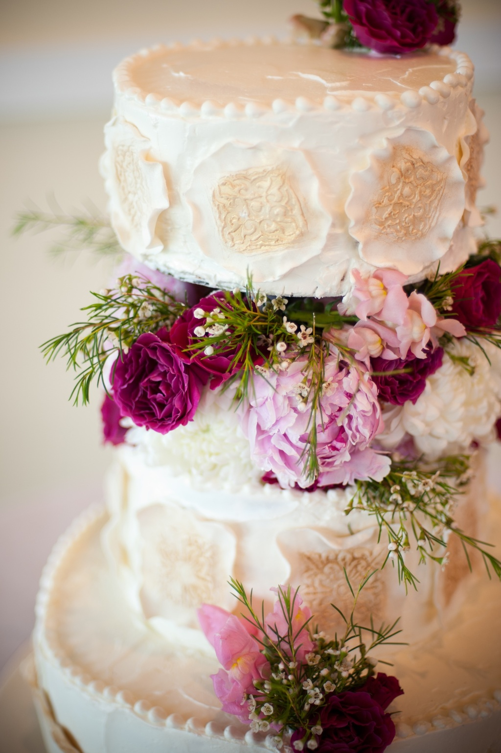 Elegant-wedding-cake-pink-wedding-flowers.full