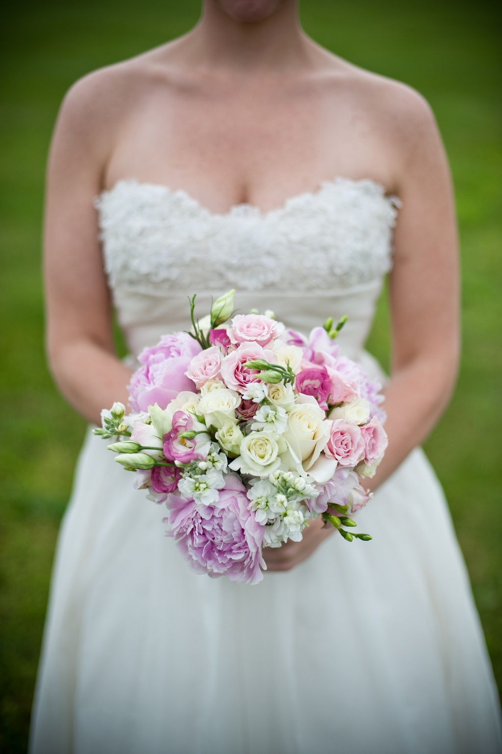 Romantic-bridal-bouquet-real-weddings-outdoor.full