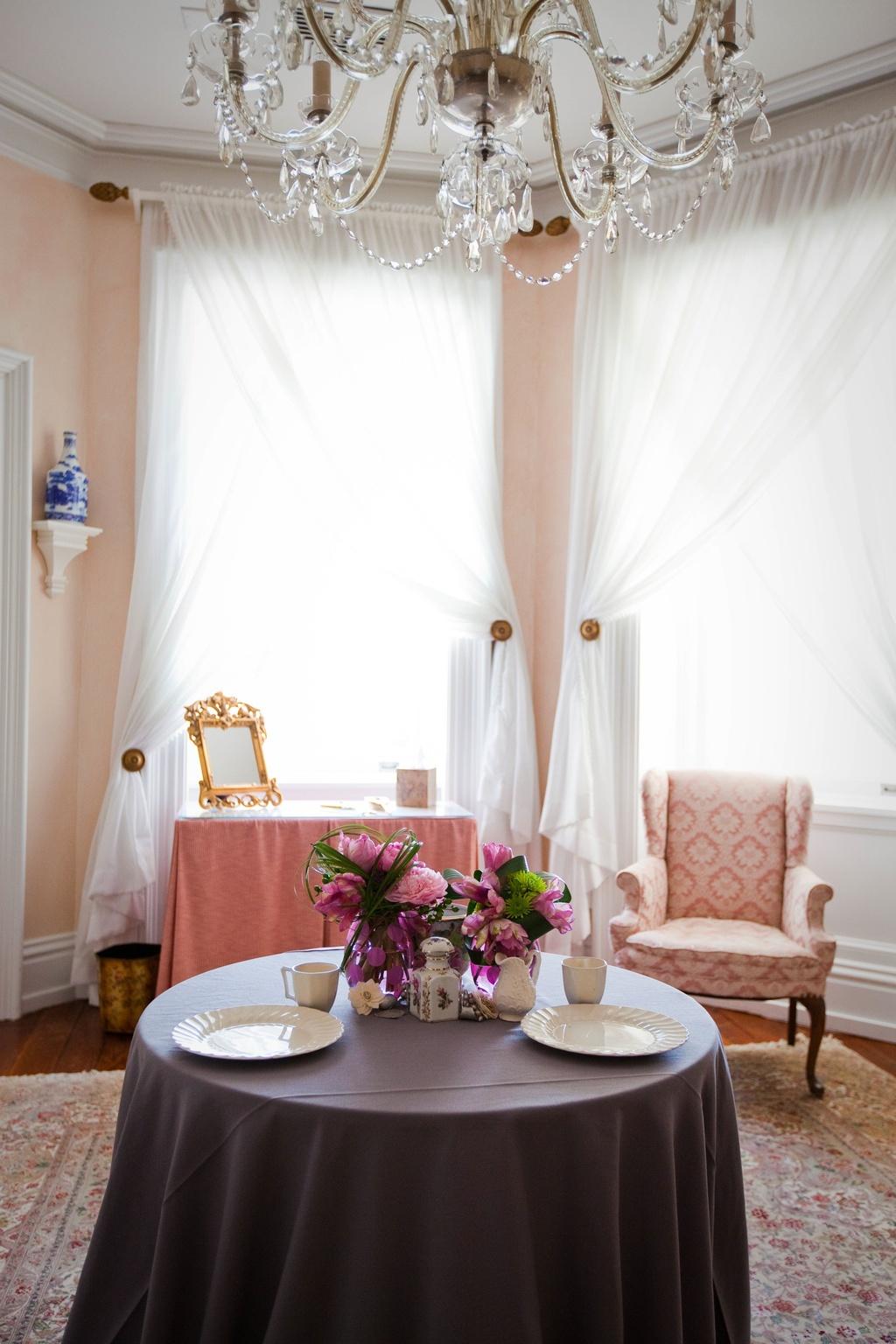 Metallic-wedding-trends-pink-peonies-wedding-flower-centerpieces-8.full
