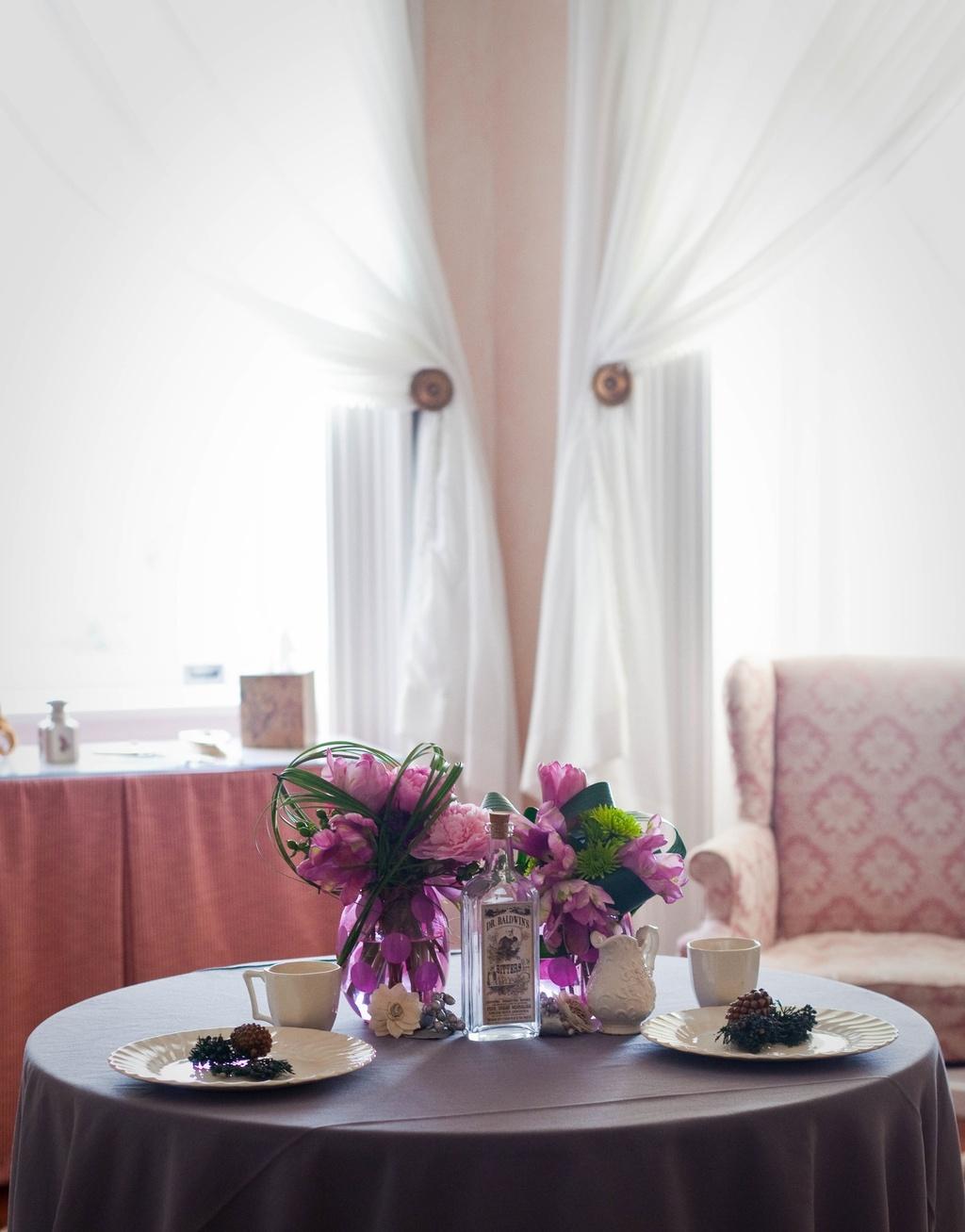 Metallic-wedding-trends-pink-peonies-wedding-flower-centerpieces-2.full
