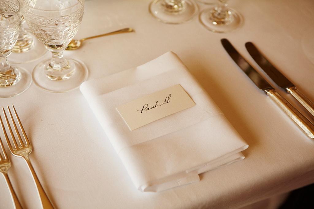 Elegant wedding reception table setting for sir paul for Table place setting