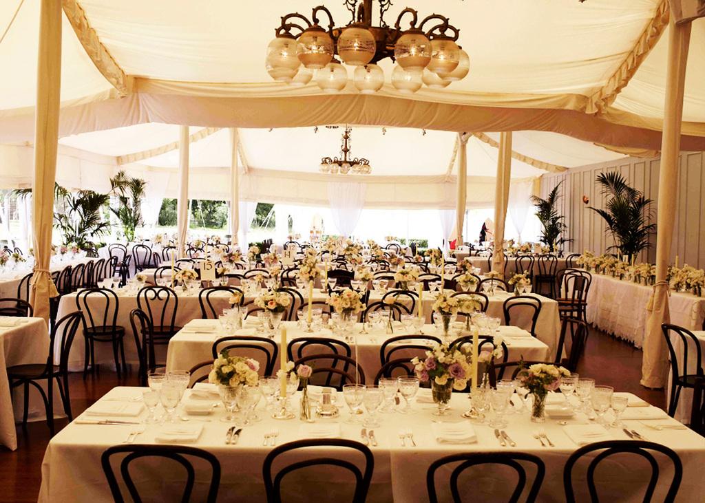 Kate-moss-wedding-reception-romantic-outdoor-venue.full