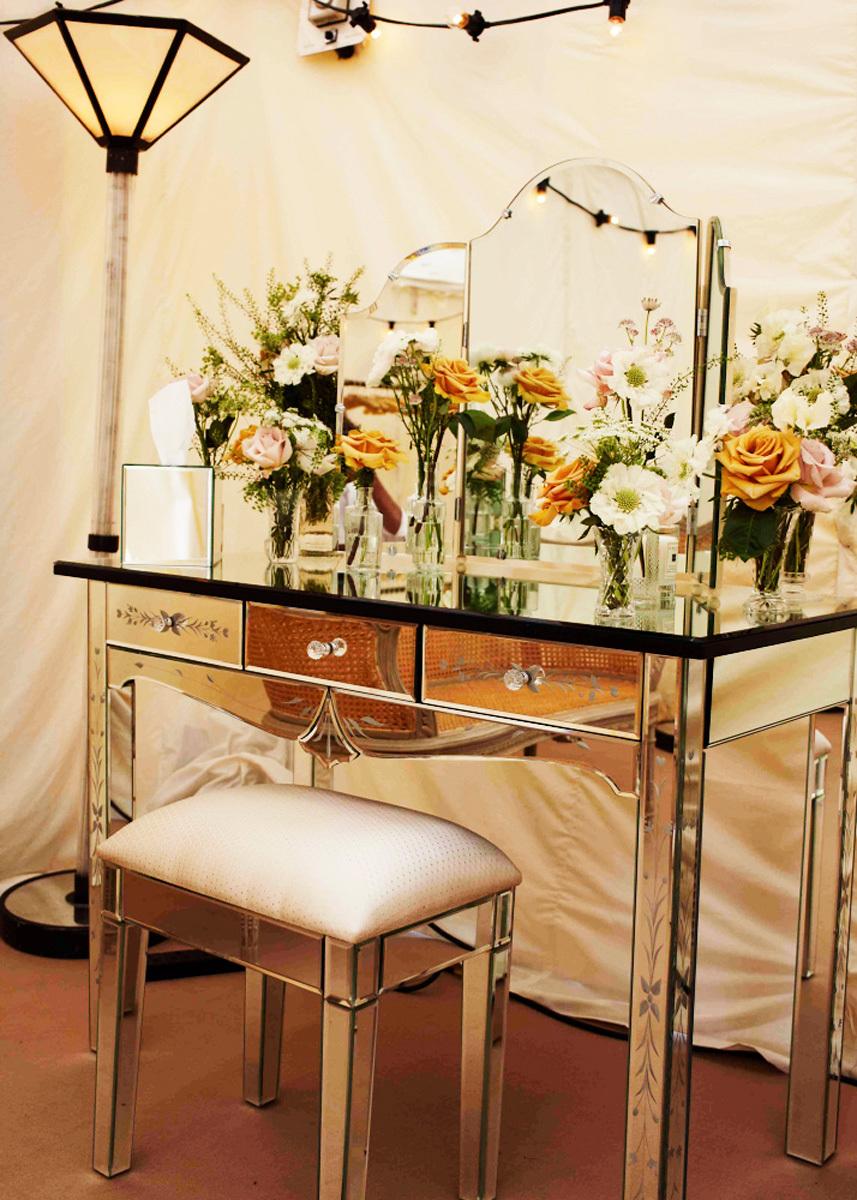 Kate-moss-wedding-vintage-wedding-decor-romantic-flowers.full