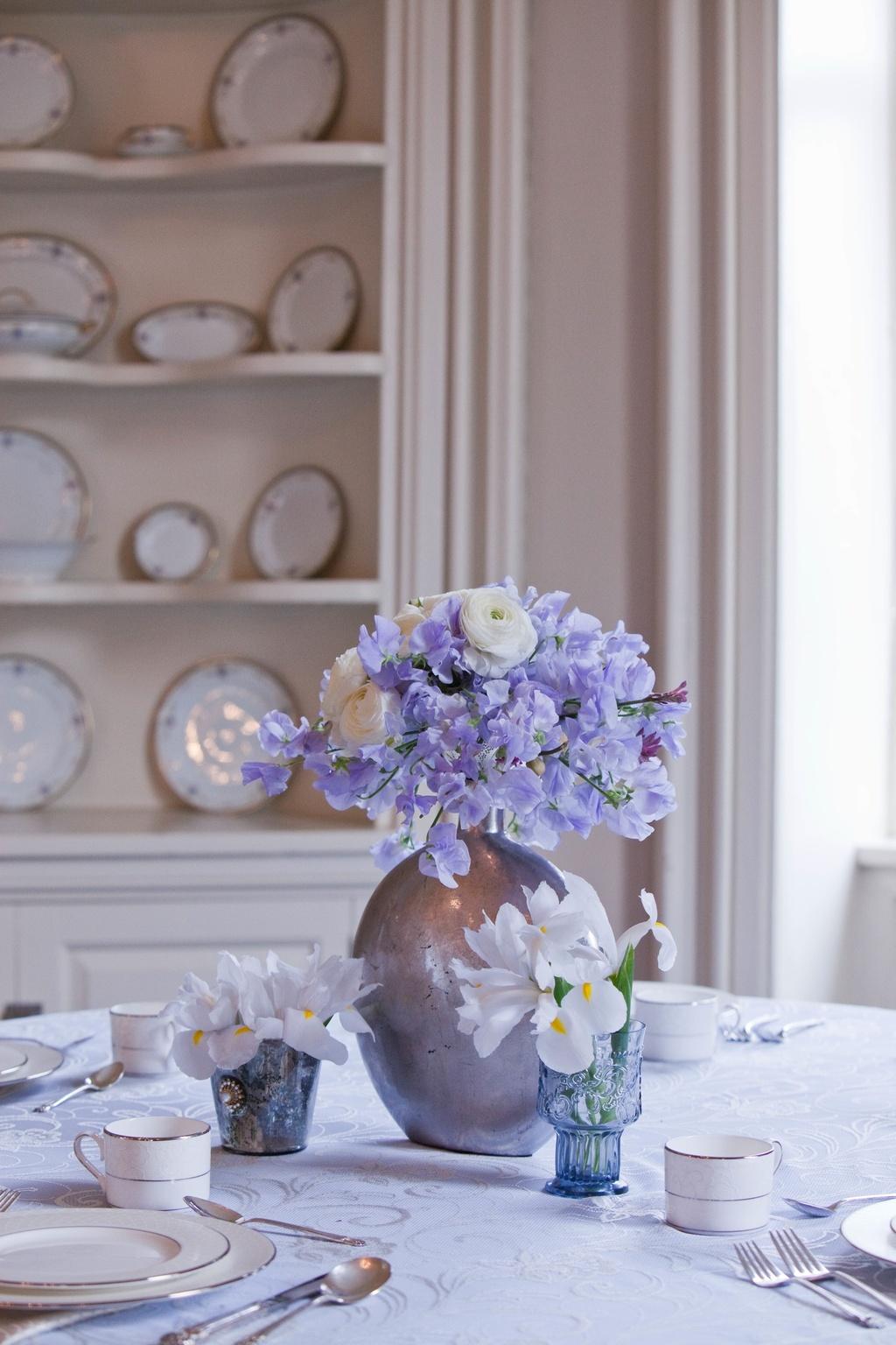 Metallic-wedding-trends-blue-lilac-romantic-wedding-flowers-reception-decor-5.full