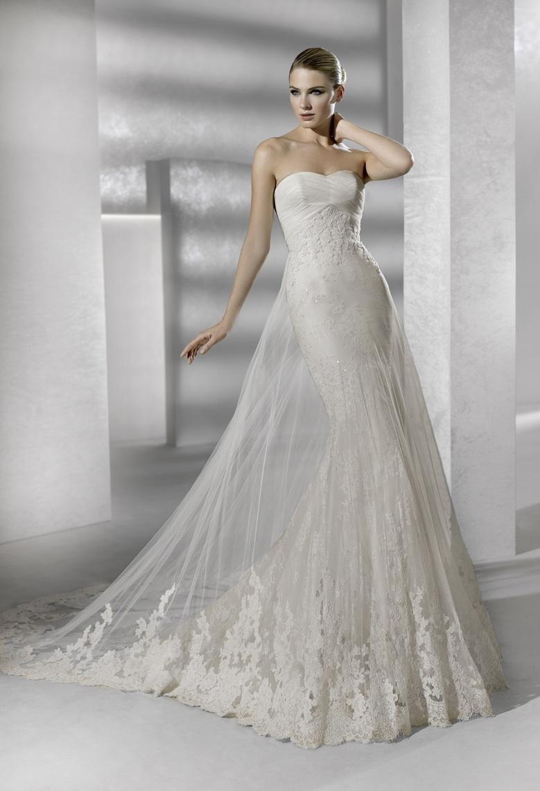 Sleek mermaid lace wedding dress