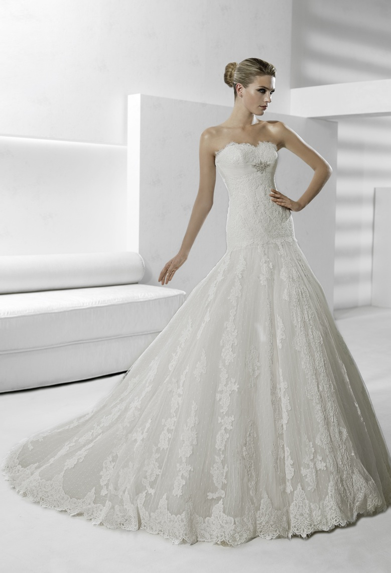 Gorgeous lace modified mermaid strapless wedding dress for La sposa wedding dress