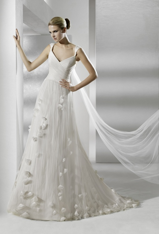 V-neck romantic ivory wedding dress