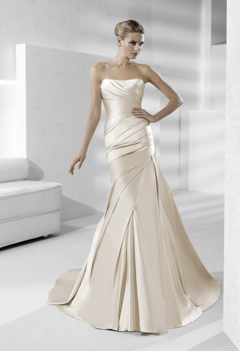 Sleek strapless silk wedding dress in champagne for La sposa wedding dress
