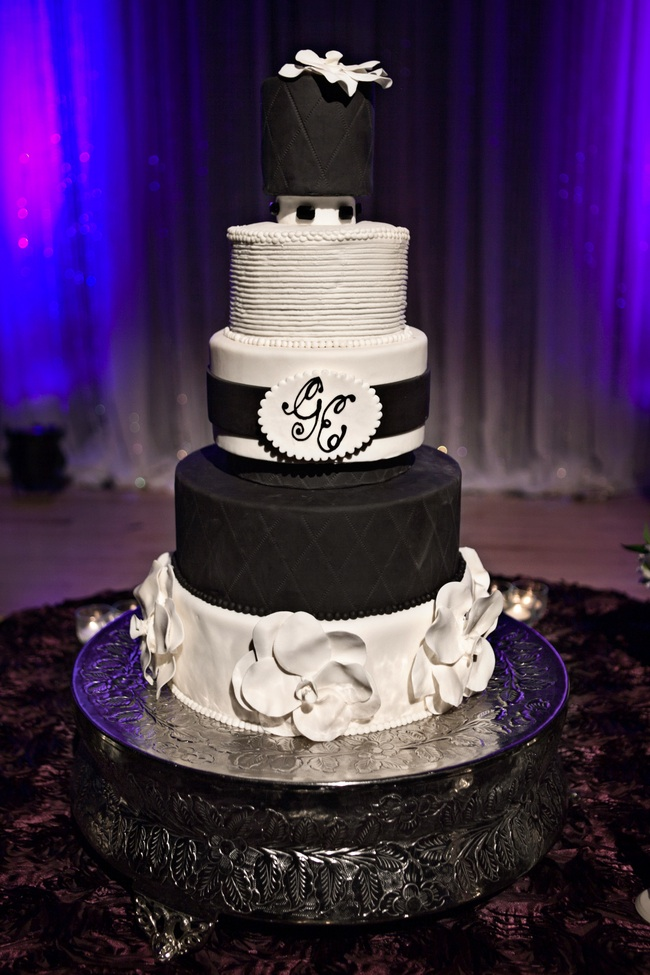 chic black and white wedding cake with custom monogram. Black Bedroom Furniture Sets. Home Design Ideas
