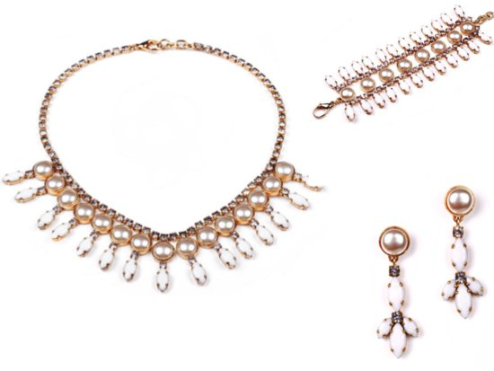 Elegant gold and crystal bridal jewelry set