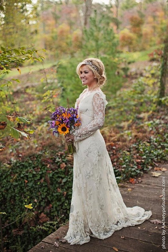 Kelly Clarkson weds in Temperley London lace wedding gown
