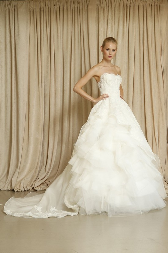 Oscar de la Renta wedding dress Fall 2014 10