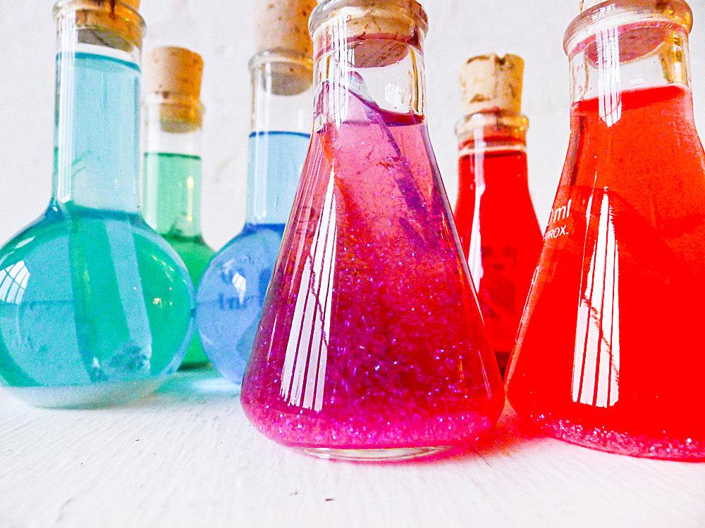 Colorful-beakers-for-geek-chic-weddings.full