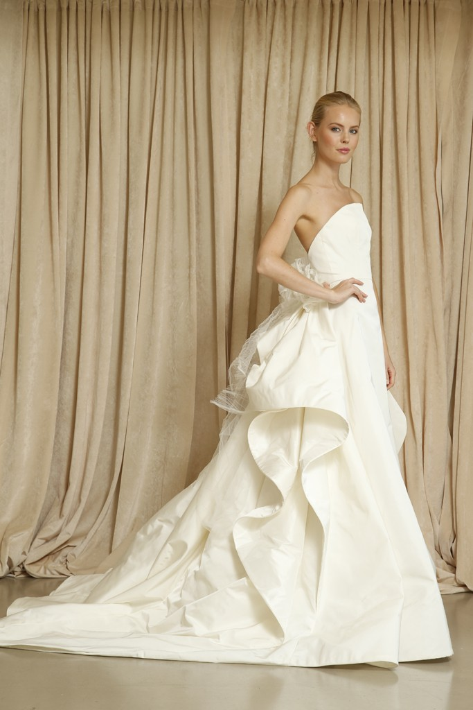 Oscar de la renta wedding dress fall 2014 7 for Where to buy oscar de la renta wedding dress