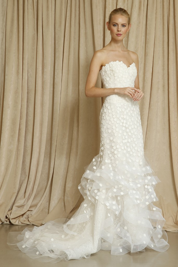Oscar de la renta wedding dress fall 2014 4 for Where to buy oscar de la renta wedding dress