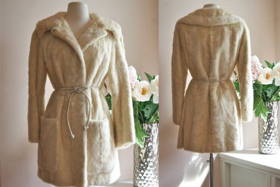 Beautiful bridal coats for Fall and Winter weddings 4