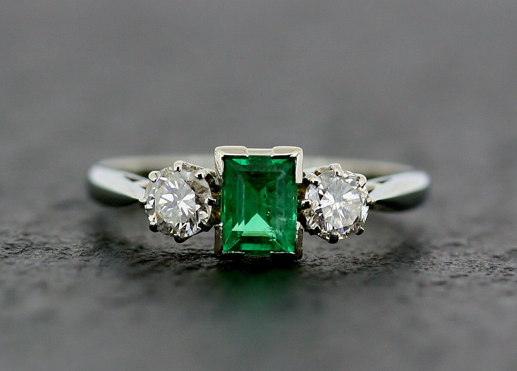 Art-deco-white-gold-diamond-and-emerald-engagement-ring.full