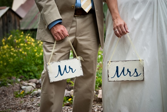 DIY wedding signs for outdoor summer wedding
