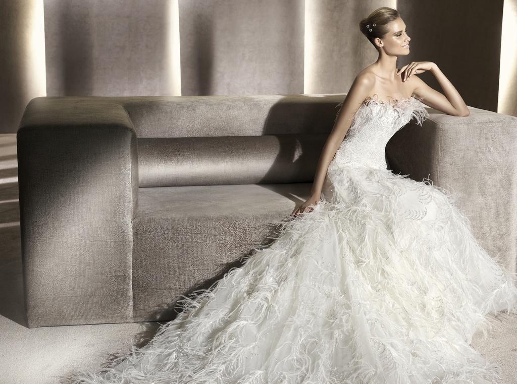 Wedding-dress-manuel-mota-2012-bridal-gowns-feathers-eneida.full