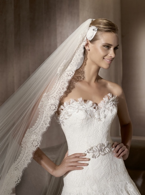 2012 lace wedding dress by Manuel Mota