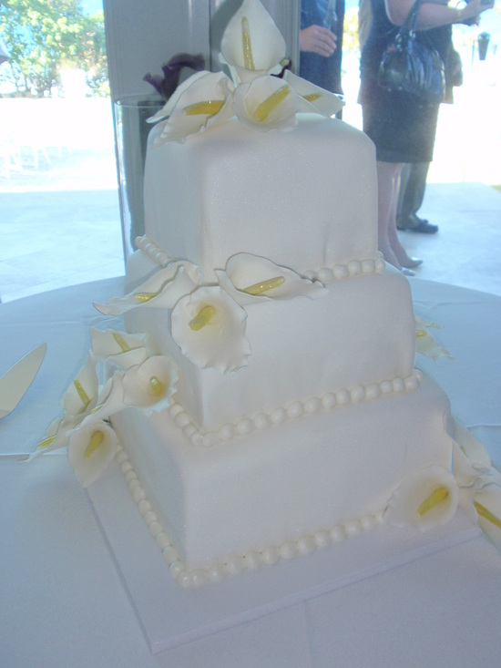 Romantic White Wedding Cake