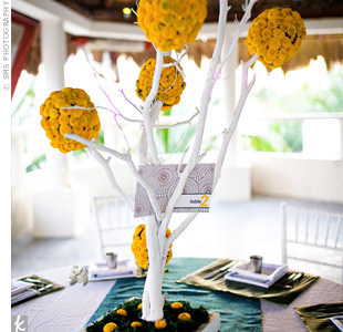 blue-and-yellow-wedding-centerpieces-fnro8pb1
