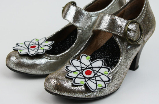 Geek atom wedding shoe clips