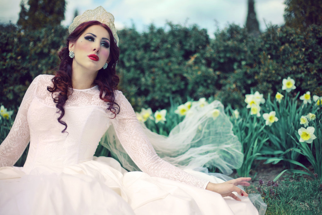 Lace-sleeved-corset-wedding-dress-with-full-ballgown-skirt.full