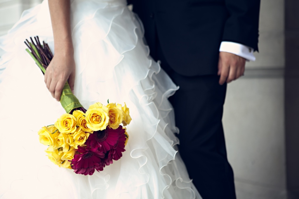 Real-weddings-new-york-wedding-photography-yellow-red-roses-bridal-bouquet.full