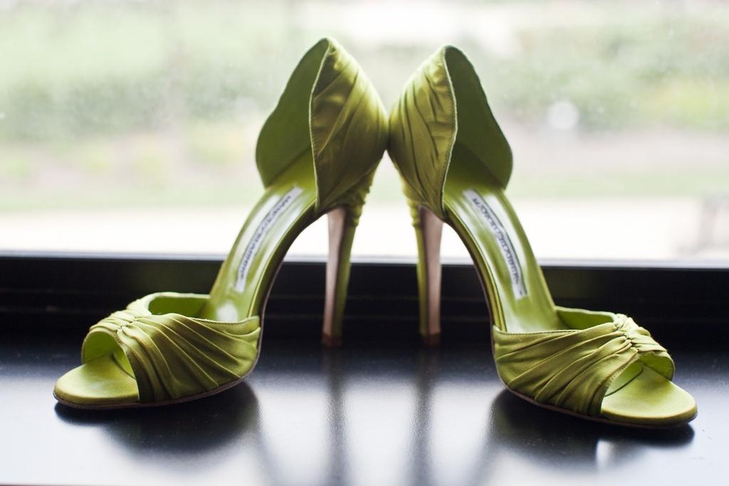 Real-weddings-new-york-wedding-photography-green-wedding-shoes.full