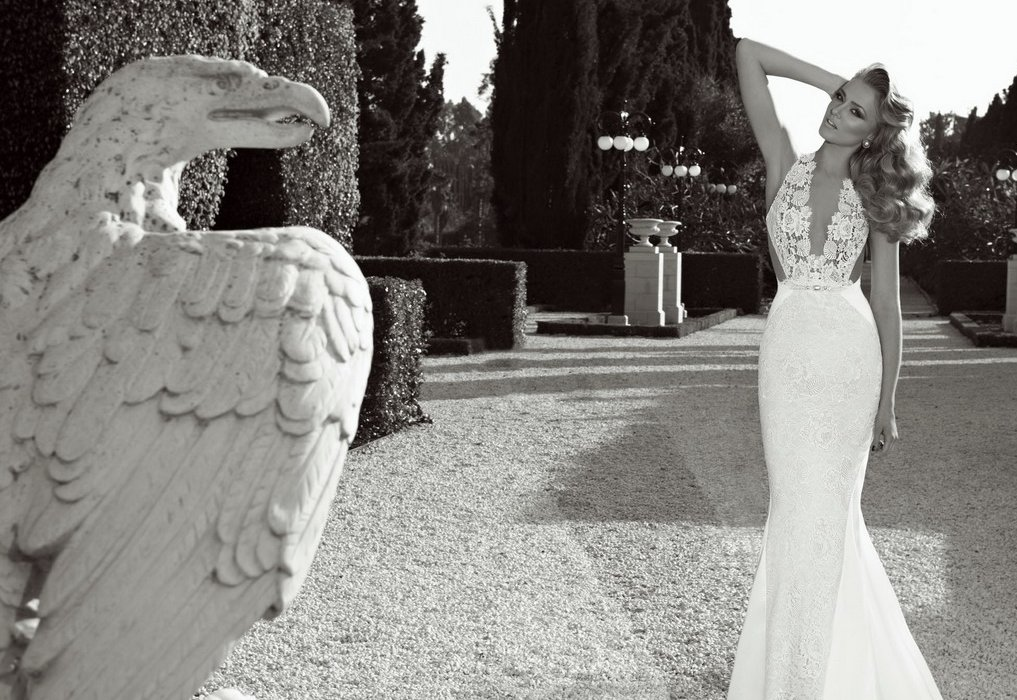 Crochet halter plunging neckline wedding dress for Plunge neck wedding dress