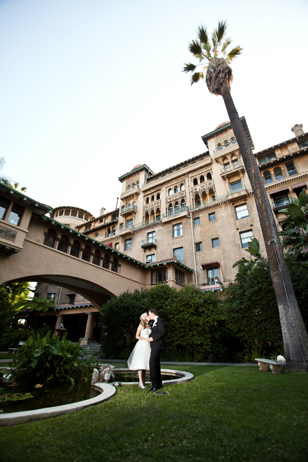 Bride-and-groom-kiss-outside-mediterranean-venue.full