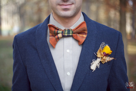 rustic groom wears stylish plaid bow tie