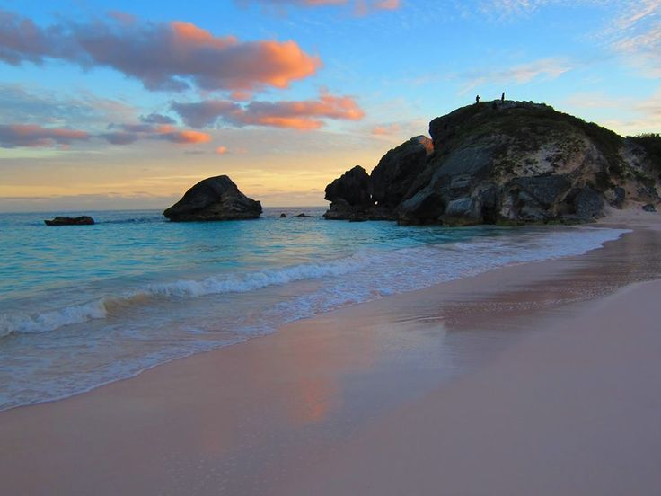 Beautiful-bermuda-pink-sand-beach-for-honeymooners.full